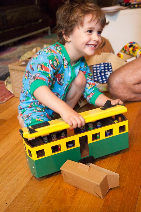 toy-wooden-tram