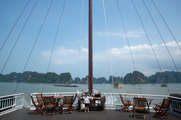 halong-bay-cruise-vietnam-travel-kids