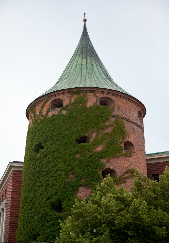 riga-latvia-family-kids-travel-tower