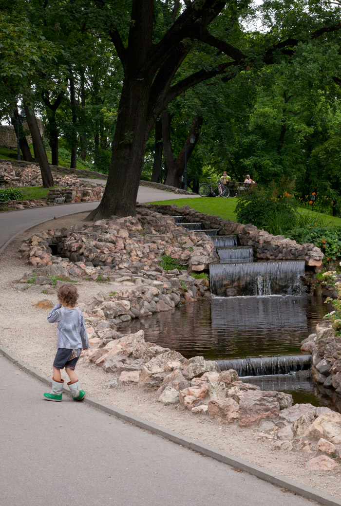 riga-latvia-park-family-kids-travel1